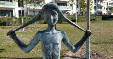 Mädchen mit Zöpfen, öffentliche Kunst in Wolfsburg