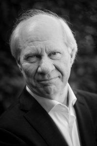 Das Foto zeigt den Journalist und Schriftsteller Jan Brokken