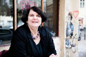 Das Foto zeigt die Autorin Regina Scheer