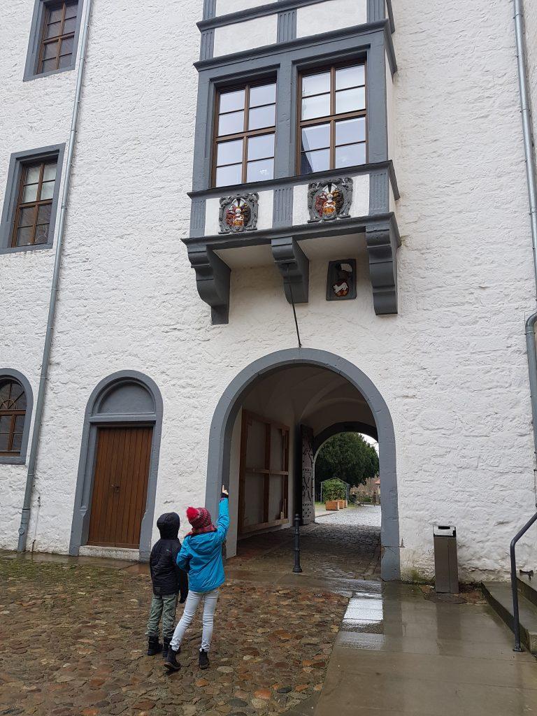 Der Torbogen vom Schloss Wolfsburg