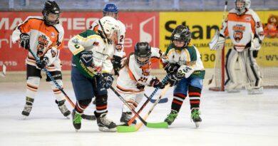 Eishockey-Spiel der Young Grizzlys Wolfsburg