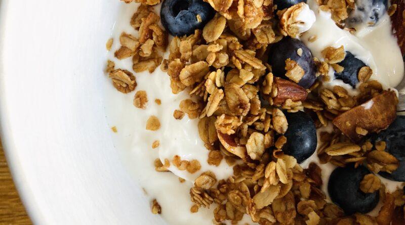 Granola selber gemacht - mit Joghurt