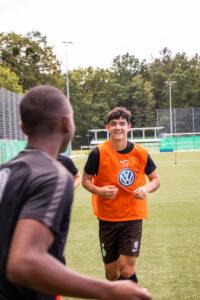 Gut gelaunt: Anselmo García McNulty fühlt sich in Wolfsburg rundum wohl.