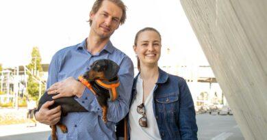 Melissa and Eon de Klerk carrying a dog