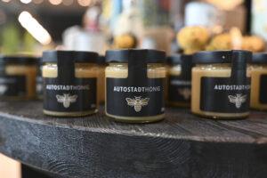 Die Autostadt vertreibt eigenen Honig made in Wolfsburg.